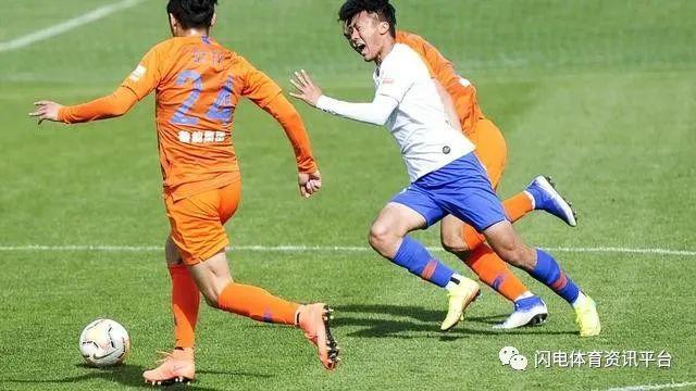 中超一场橙白对抗赛后,李霄鹏宣布放假! 第4张