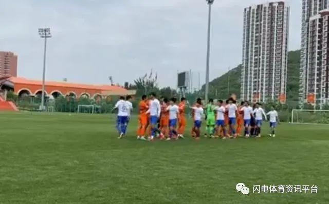 中超一场橙白对抗赛后,李霄鹏宣布放假! 第3张