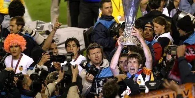 足坛奇迹之2004年,黑马球队呈井喷之势 第7张