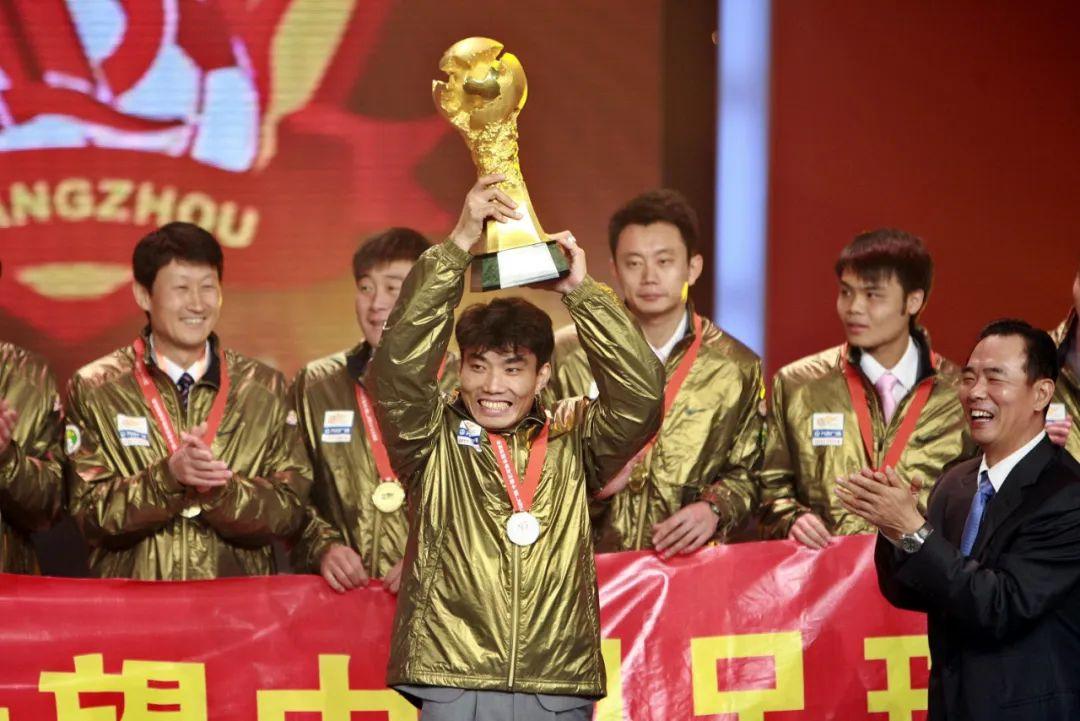 郑智正式上岗做助教,利己利队更利于中国足球 第3张